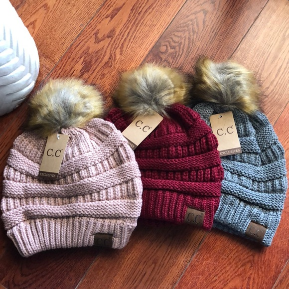 3 CC Beanies with Pompom for a good price 637131b1064